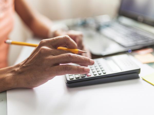 Comment différer le paiement des charges et impôts ?